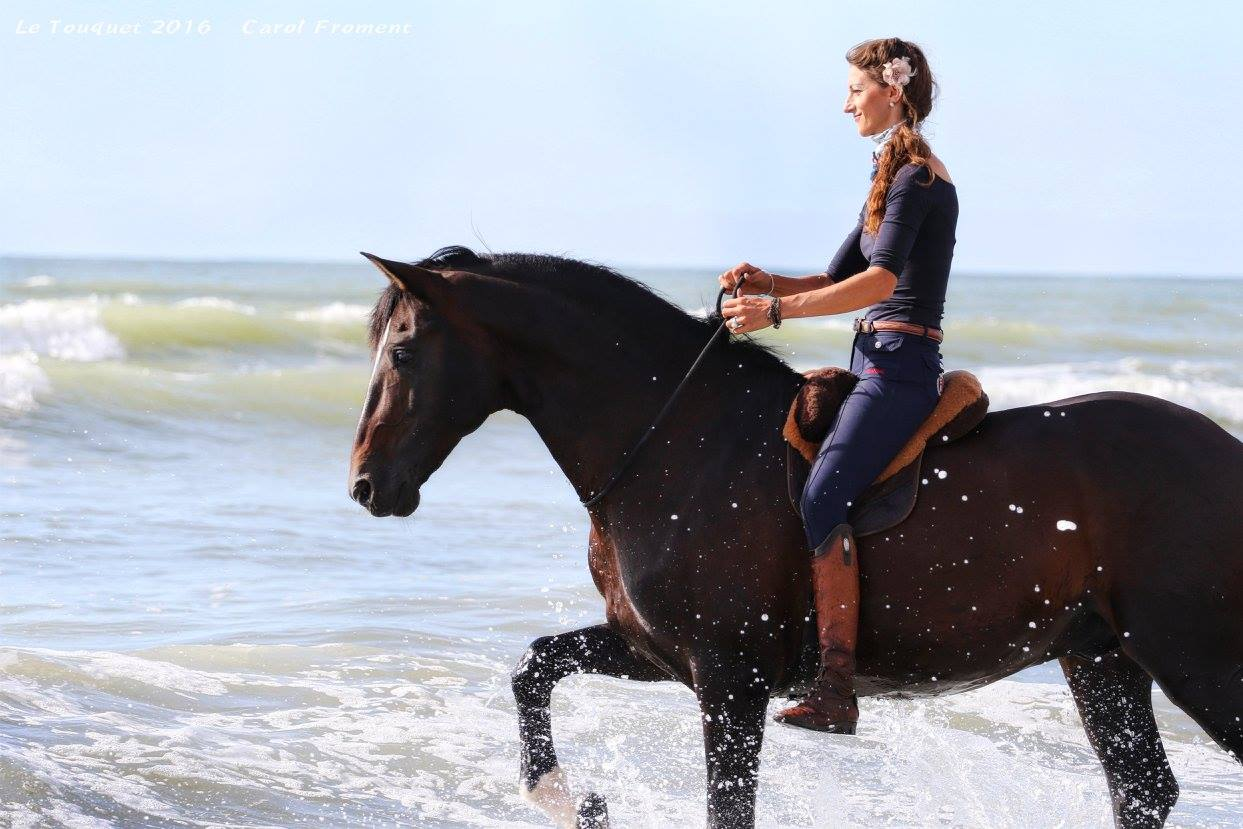 Alizée Froment riding with FRA Macon barebackpad